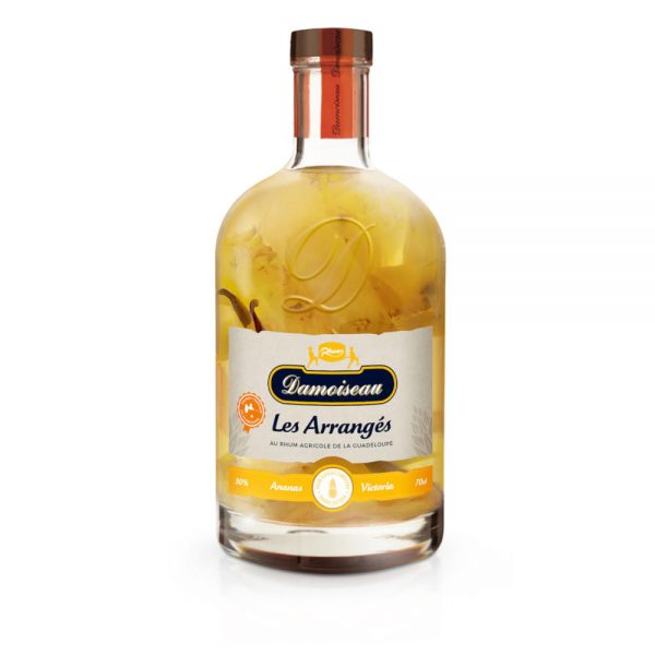 The bottle is packed with lots of fresh cut pineapple and a vanilla pod a great looking product which you need to have.
